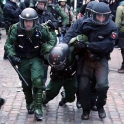 Schwer verletzter Polizist Foto: picture alliance/dpa