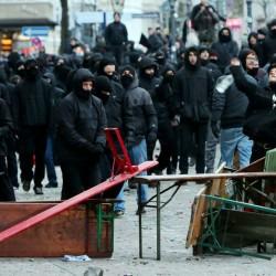 Linksextremisten greifen Polizisten an: Schwere Ausschreitungen in Hamburg Foto: picture alliance/dpa