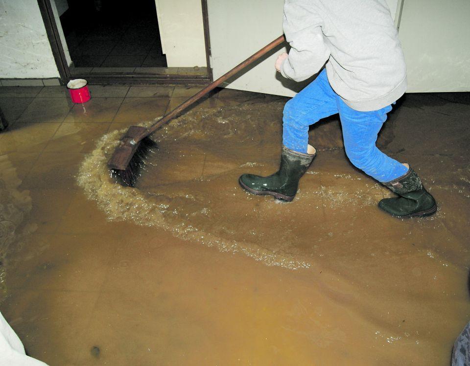 Aufräumarbeiten nach der Flut