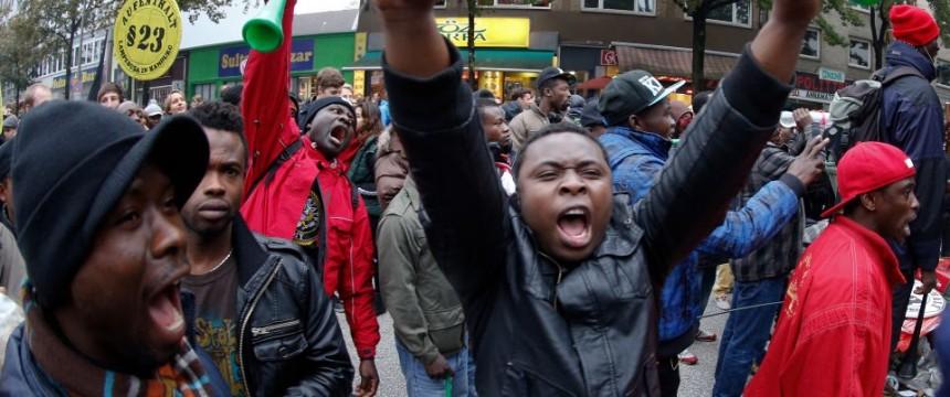 Asylbewerber protestieren in Hamburg für mehr Rechte: Andrang um siebzig Prozent gestiegen Foto: picture alliance / dpa