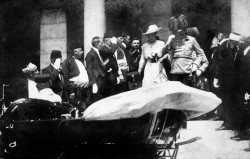 """Erzherzog Franz Ferdinand mit Gemahlin Sophie Chotek von Chotkowa kurz vor der Ermordung: """"Es gab keine deutsche Verschwörung zum Krieg"""" Foto: Wikipedia / Karl Tröstl mit CC-Lizenz http://tinyurl.com/3hth25"""