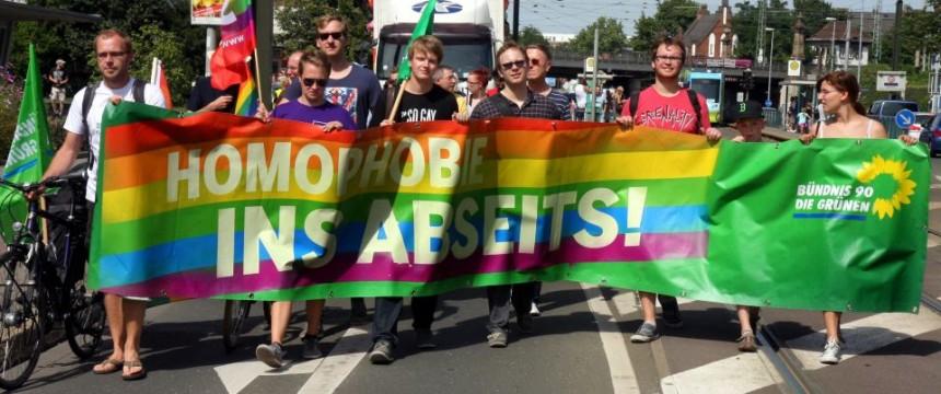 """Demonstration gegen """"Homophobie"""": Homosexuellenfeindlichkeit im Sport? Foto: picture alliance / ZB"""