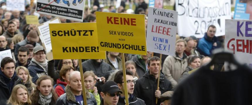 Demonstration gegen Bildungsplan: 400 Polizisten im EInsatz Foto:  picture alliance/dpa