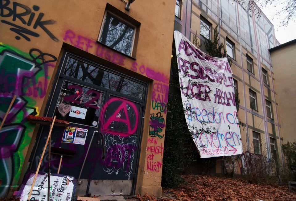 Eingang der besetzten Schule