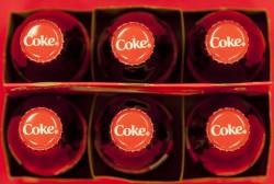Getränkekasten mit Coca Cola Foto: picture alliance / AP Photo