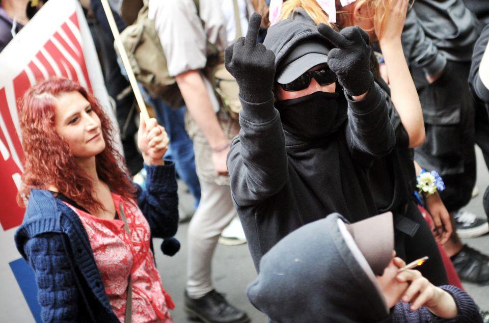 Vermummter Linksextremist in Berlin