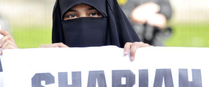 Islamistin in London: Scharia-Befürworter übernehmen Schulen Foto:  picture alliance/Photoshot