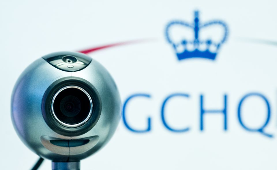 Webcam vor GCHQ-Logo: