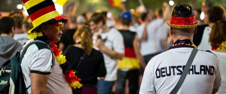 Feiernde Fans in Berlin: In Essen angepöbelt Foto: dpa