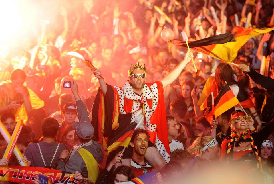 Feiernde Fans in Berlin