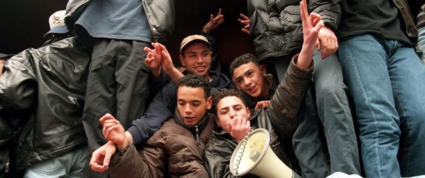 Marrokanische Jugendliche demonstrieren gegen die niederländische Polizei: Kriminelle können auch in Marokko verfolgt werden Foto: picture-alliance / dpa