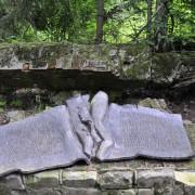 Gedenktafel für das Attentat am 20. Juli 1944 in Rastenburg Foto: picture alliance/Uwe Gerig