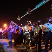 Polizisten in Ferguson: Journalisten inhaftiert Foto:  picture alliance/AP Photo