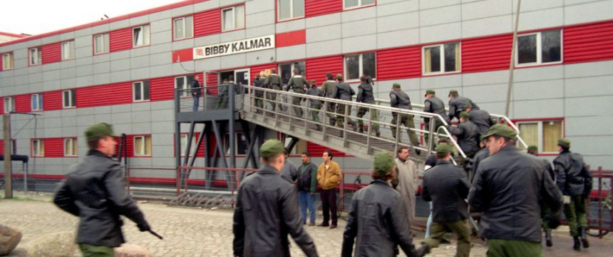 Polizeirazzia auf einem Asylbewerber-Wohnschiff (1998): Hat Hamburg aus der Vergangenheit gelernt? Foto: picture-alliance / dpa