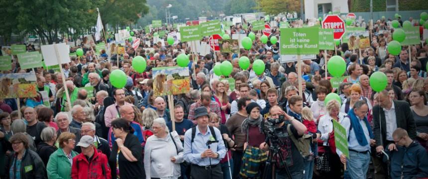 Marsch für das Leben in Berlin: Mehr Teilnehmer als 2013 Foto: dpa