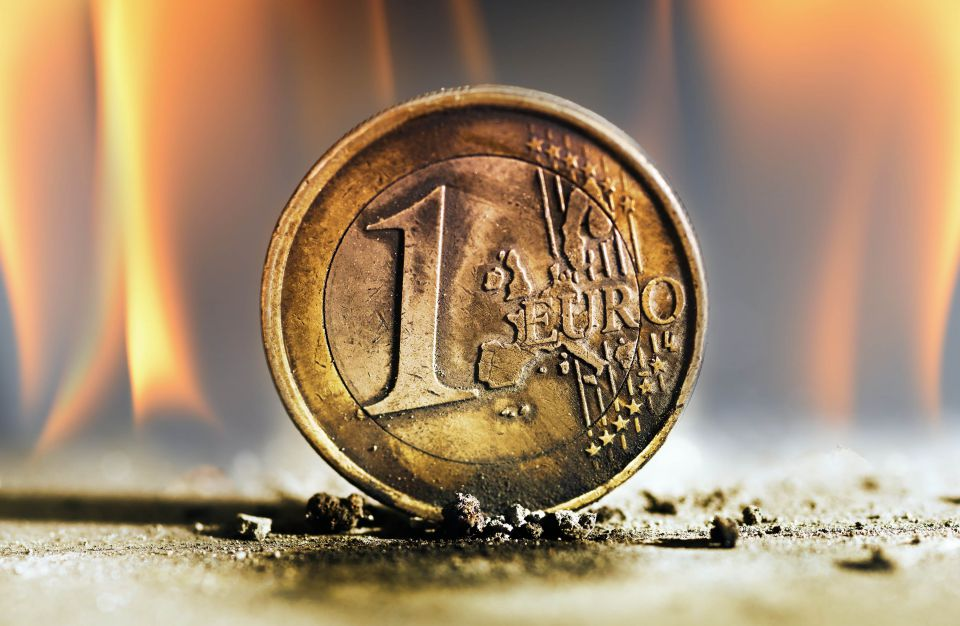 Euro-Münze im Feuer