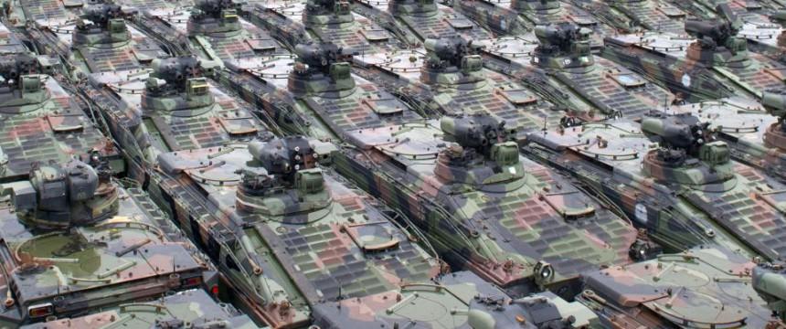 """Schützenpanzer """"Marder"""" der Bundeswehr warten auf die Verschrottung: Eine Armee gibt sich auf Foto: picture alliance / dpa"""