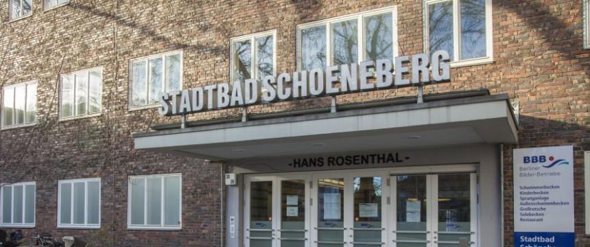 Stadtbad Schöneberg : Privilegien für Transsexuelle Foto:  picture alliance/chromorange