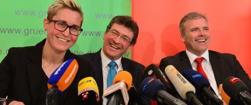 Die Parteivorsitzende der Linken, Susanne Hennig-Wellsow (l-r), Grünen-Chef Dieter Lauinger und SPD-Chef Andreas Bausewein Foto: dpa