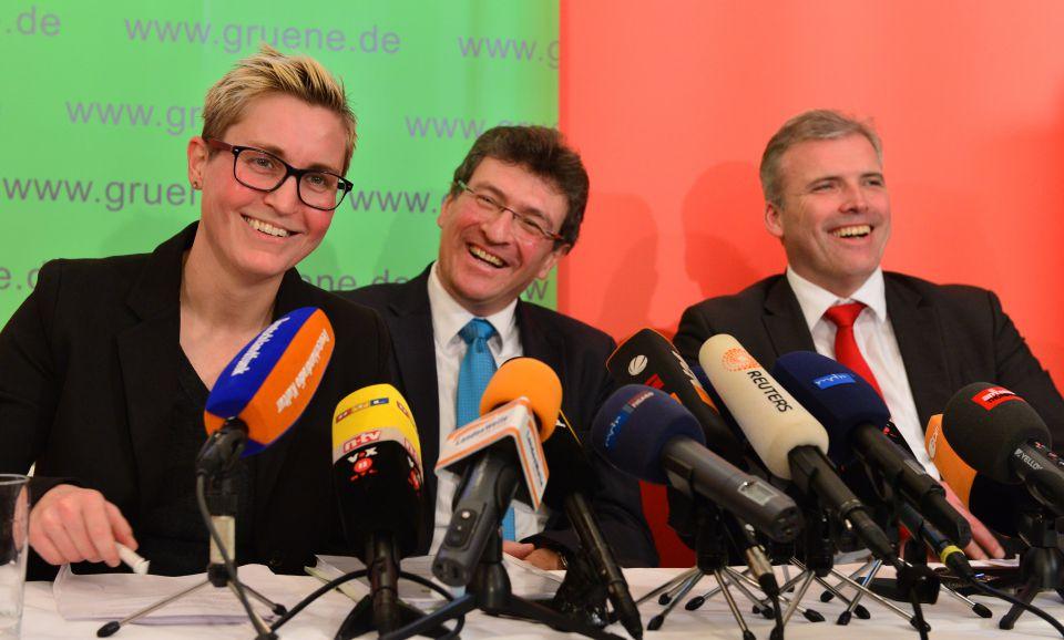 Die Parteivorsitzende der Linken, Susanne Hennig-Wellsow (l-r), Grünen-Chef Dieter Lauinger und SPD-Chef Andreas Bausewein