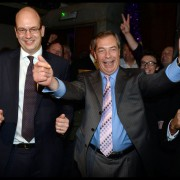 Der neue UKIP-Abgeordnete Mark Reckless mit Parteiführer Nigel Farage Foto:  picture alliance / ZUMA Press