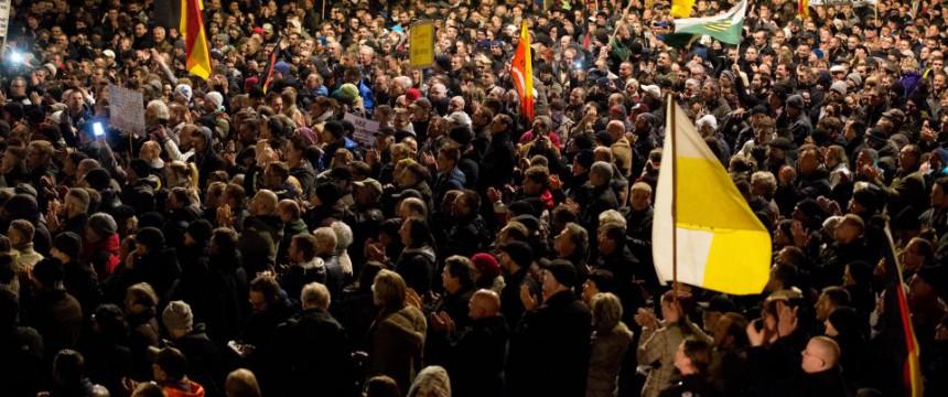 Pegida-Demonstration am 15. Dezember: Der Elite fällt nur noch Gossenjargon ein Foto:  picture alliance / ZB