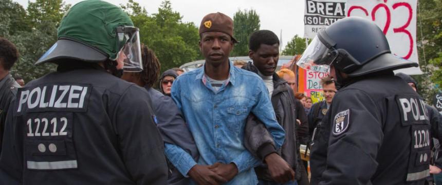 Aufgebrachte Asylbewerber in Berlin: 600.000 abgelehnte Asylsuchende in Deutschland Foto:  picture alliance/Geisler-Fotopress