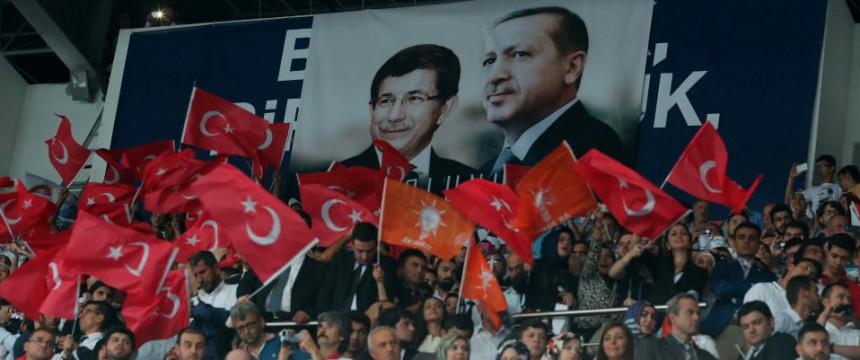 AKP-Anhänger in Ankara: Türkei zeigt sich besorgt Foto:  picture alliance/abaca