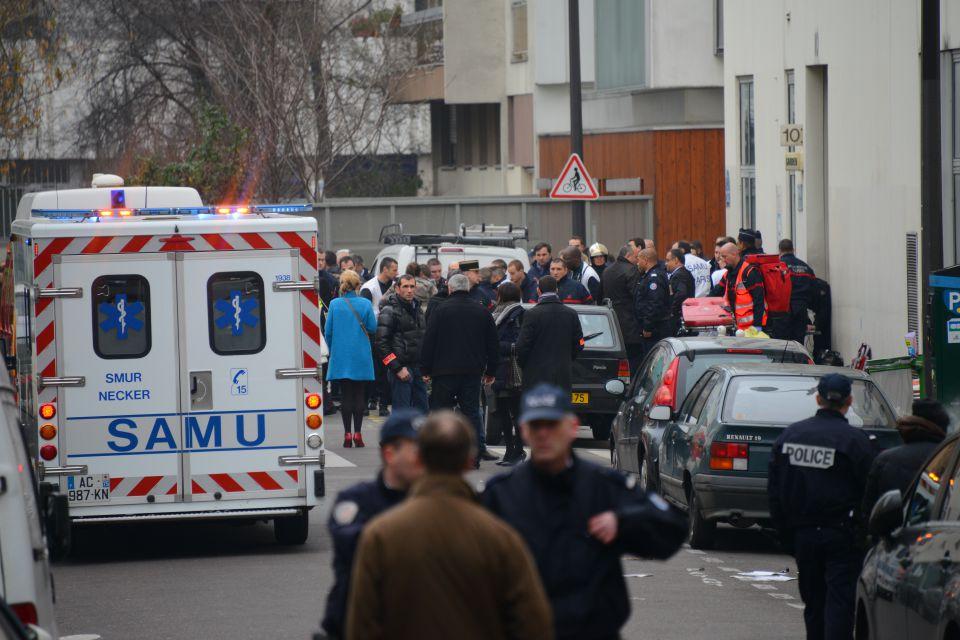 Polizei und Krankenwagen