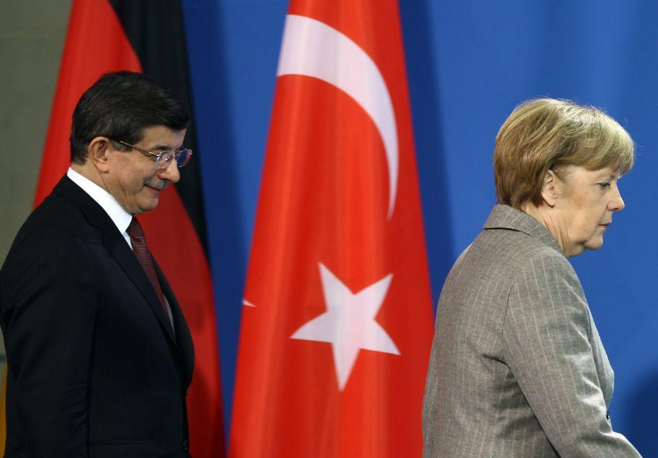 Ahmet Davutoglu und Angela Merkel