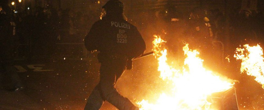 Linke Krawalle in Leipzig: Alles friedlich? Foto: dpa