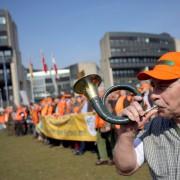 Demonstration in Düsseldorf: Jäger auf den Barrikanden Foto: dpa