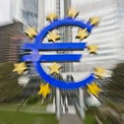 Euro-Symbol vor der EZB-Zentrale: Klage abgewiesen Foto: dpa