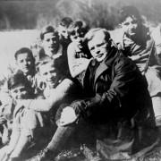 Dietrich Bonhoeffer mit Schülern (1932) Foto: wikimedia/Bundesarchiv mit CC-Lizenz 3.0 http://goo.gl/UGmwtz