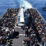Von der italienischen Küstenwache aufgegriffene Asylbewerber: Osteuropa will keine haben Foto:  picture alliance / ROPI