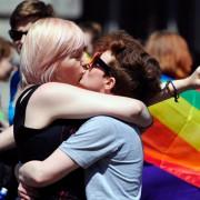 Homosexuelles Paar feiert in Irland den Abstimmungssieg Foto: picture alliance / dpa