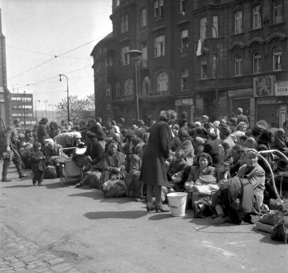 Deutsche warten in Prag auf ihre Deportation