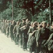 Sowjetische Kriegsgefangene aus den Kesselschlachten bei Charkow (1941) Foto: Wikimedia / Bundesarchiv mit CC-Lizenz http://tinyurl.com/5w7uls