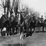 General Helmuth von Pannwitz mit Soldaten der 3. Kosaken-Kavalleriedivision 1944: Den britischen Lügen gelaubt Foto: picture-alliance/akg-images