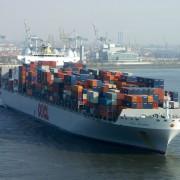 Containerschiff im Hamburger Hafen: Mehr Exporte als erwartet Foto: Flickr/ Werner Bayer mit CC BY 2.0-Lizent ohne Änderungen http://bit.ly/1mhaR6e