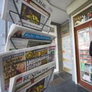 Zeitungsständer: Vertrauen in Medien ist gering Foto: dpa
