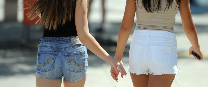 Mädchen in kurzen Hosen (Symbolbild): Falsche Kleidung könnte Asylbewerber provozieren Foto: dpa