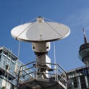 Satellitenanlage vor dem WDR in Düsseldorf: Das teuerste Rundfunksystem der Welt Foto: picture alliance / blickwinkel