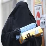 Burkaträgerin auf dem Weg zu einem Salafisten-Treffen in Berlin: Eine Islamisierung findet nicht statt Foto: picture alliance/dpa