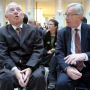 Wolfgang Schäuble (links) und Jean-Claude Juncker: Kompetenzgerangel  Foto: picture alliance/dpa