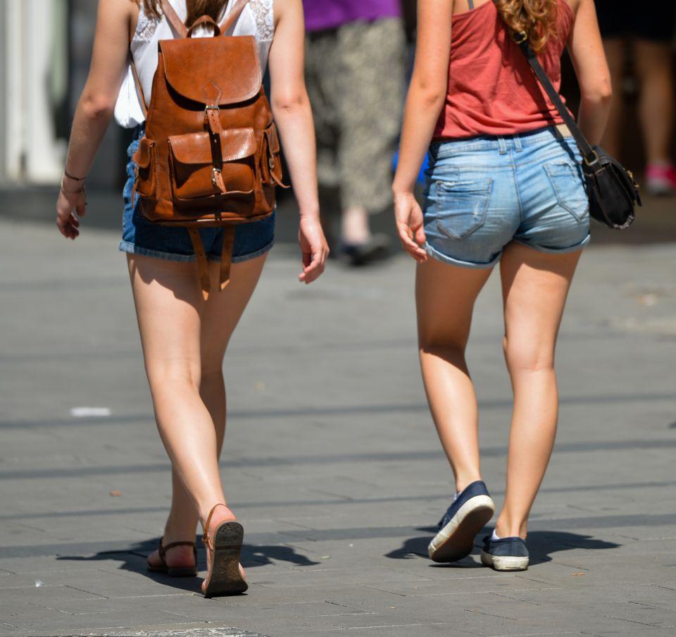 Junge Frauen in Mädchen