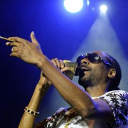 Snoop Dogg während eines Konzerts in Wien Foto: picture alliance/HERBERT PFARRHOFER/APA/ picturedesk.com