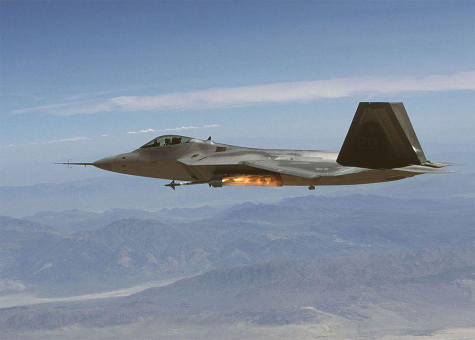 F22-Raptor bei einem Übungsangriff