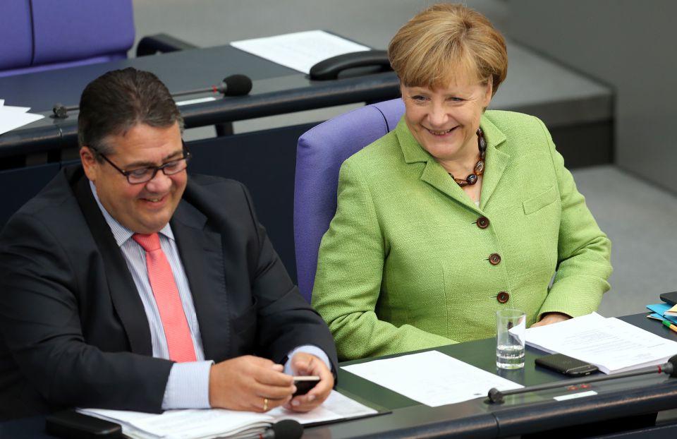 Sigmar Gabriel (l) und Angela Merkel