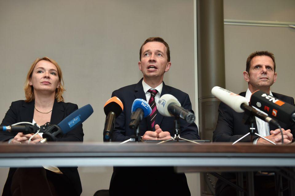 Bernd Lucke (m) und Bernd Kölmel (r)
